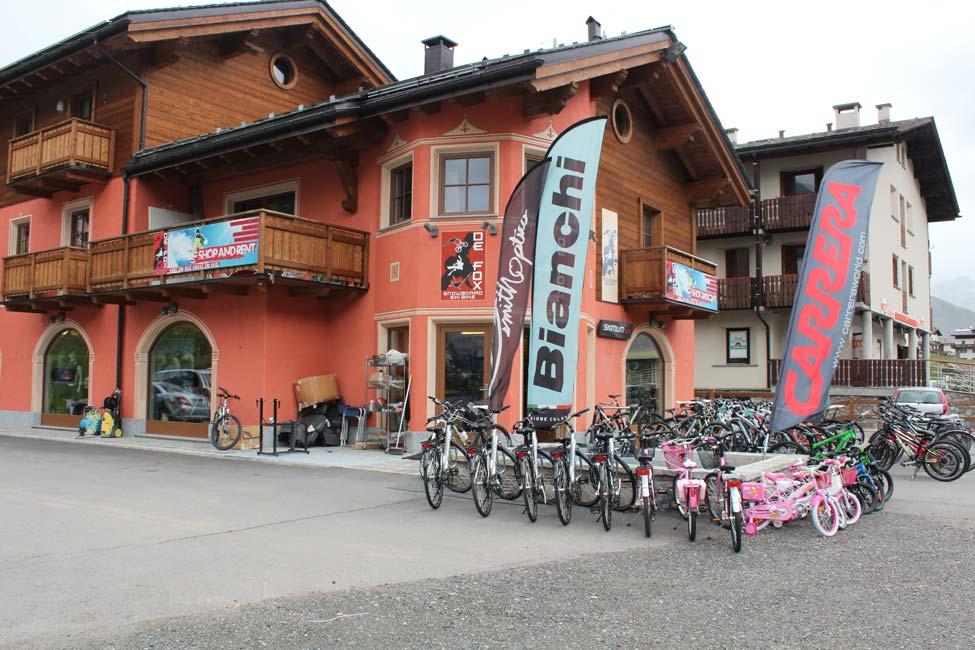 Vista esterna noleggio Defox con biciclette