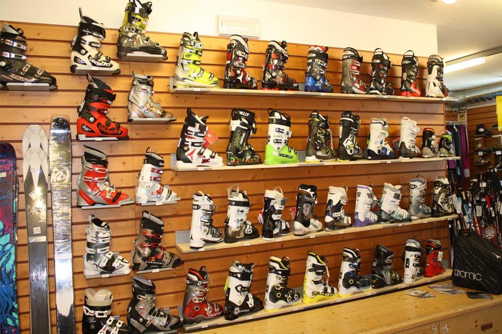 Esposizione di scarponi da sci da Defox